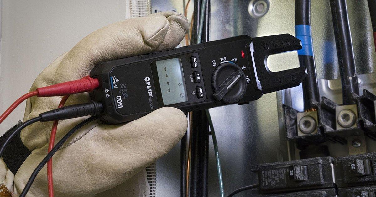 tester napięcia FLIR VT8 pomiar napięcia