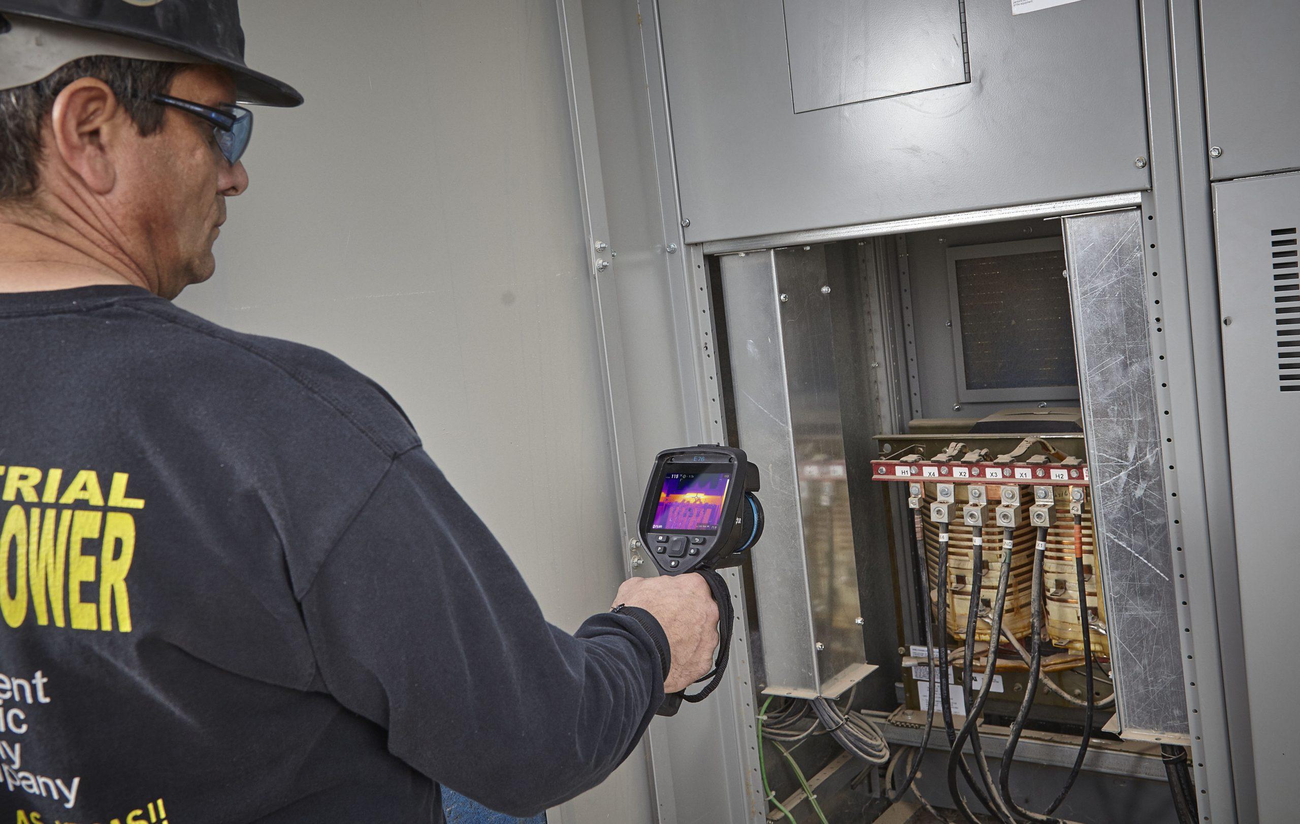FLIR E76 inspekcja elektryczna